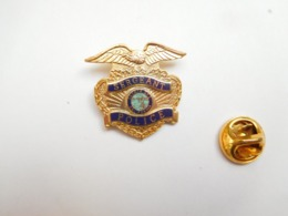 Superbe Pin's En EGF , Sergeant Police , State Of California , USA - Police
