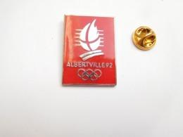 Superbe Pin's En EGF , JO Jeux Olympiques Albertville 92 , Signé C , Dimensions : 23X32 Mm - Jeux Olympiques