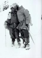 IMAGE PHOTOGRAPHIE  1950    NEPAL    LIONEL TERRAY S APPUIE SUR LE SHERPA ANG THARKEY - Otros