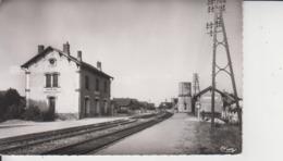 03 HURIEL  -  La Gare  -  CPSM PF  - - France