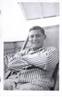 Mann In Gestreiften Pyjama Im Liegestuhl Ca 1940 - Fotografie