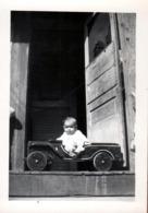 Photo Originale USA Voiture à Pédales & Jeep Willys En Bois Comme Papa Vers 1940 - Pedal Car & Willys Jeep - Automobiles
