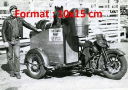 Reproduction D'une Photographie Ancienne D'une Moto Avec Un Side-car Adapté Pour Transporterdes Poneys - Reproductions