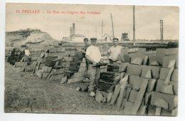 49 TRELAZE Ouvriers La Mise En Rangée Des Ardoises 1910     D13 2019 - Other Municipalities