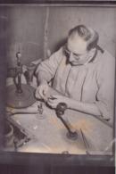 Photo ( 18 X 23.5 Cm ) Ouvrier Devant Sa Machine - Métiers