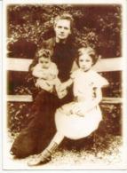 Marie Curie Et Ses Deux Filles En 1906,  Prix Nobel De Physique 1903,chimie 1911. Belle Carte Du Musée Curie à Varsovie - Prix Nobel