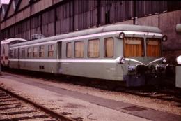 Photo Diapo Diapositive Originale Train Wagon Autorail Picasso De Service SNCF X 3896 La Villette 10/01/1992 VOIR ZOOM - Diapositives