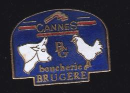 60057-Pin's. Boucherie Brugere à Cannes.boeuf.poule. . - Villes