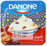 "Opercule Cover Yaourt Yogurt "" Danone "" Dattes Amandes Dates - Almonds Yoghurt Yoghourt Yahourt Yogourt - Opercules De Lait"