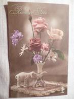 Cpa Fantaisie Elephant En Biscuit Bonne Fête Vase Avec Des Fleurs Postcard Flower Carte Postale Ancienne Ancien - Éléphants