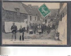 Carte Postale 22. Saint-Michel-en-Grève  La Procession De La Fête Dieu Très Beau Plan - Saint-Michel-en-Grève