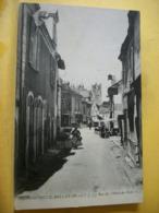 49 5812 CPA 1914. - 49 MONTREUIL-BELLAY. LA RUE DE L'HOTEL DE VILLE - ANIMATION - Montreuil Bellay