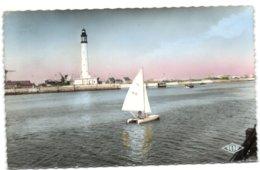Dunkerque - (Port) - Pédalo à Voile Dans Le Chenal - Dunkerque