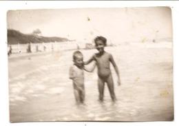 Photo Originale , Enfant Nu , Dim. 9.0 X 6.0 Cm - Personas Anónimos