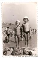 Photo Originale , Enfant Nu , Dim. 6.0 X 9.0 Cm - Personas Anónimos
