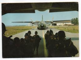 Militaria -1974--Parachutisme--Embarquement Transall C 160 (animée)  ....timbre...cachet - Manoeuvres