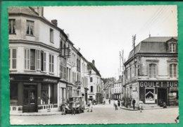Neuilly-Saint-Front (02) Centre & Rue De Soissons 2scans 21-08-1964 Citroën Traction Laboratoire Pêche Goulet Animée - Otros Municipios