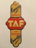 TAF CIGARES PLAQUE DE PROPRETÉ «tôle  Gauffrée 1933 (9 X 20 Cm  ) - Objets Publicitaires