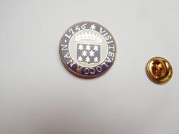 Superbe Pin's En EGF , Blason De La Ville De Locronan , Visite à Locronan , Finistére - Villes