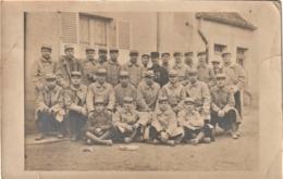 Rare Carte Photo D'un Groupe De Soldats Du 8 E RI Le 8 Avril 1918 - 1914-18