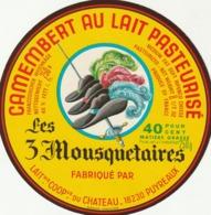 Rare étiquette De Fromage Camembert  Les 3 Mousquetaires - Fromage