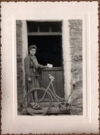 Photo Originale Portrait De Factrice à Vélo Ou Messagère De La Résistance Vers 1940 - Métiers