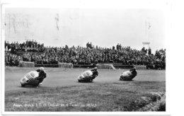 Carte-photo...Assen...Dutch T.T ...(en 1 Ubbiali En 4 Taveri Sur M.V.)...animée ...1957.... - Sport Moto
