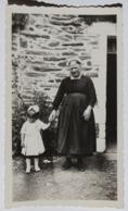Photo Originale Femme Bretonne Coiffe Avec Jeune Enfant Folklore Costume Traditionnel Bretagne - Personnes Anonymes