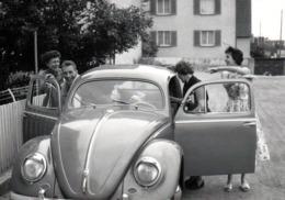 Photo Originale Embarquement Immédiat Pour Une Ballade En Volkswagen Coccinelle, Käfer, Beetle En 1958 - Automobiles