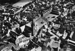 CPSM  LANDIVISIAU - Vue Aérienne - Le Centre : La Poste, L'Eglise, La Place, Le Champ De Foire - Landivisiau