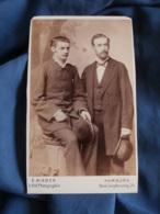 """Photo CDV  Bieber à Hamburg  Deux Hommes  Chapeaux """"melon""""  CA 1880 - L464 - Photos"""