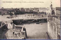 29 CONCARNEAU La Place D'Armes Et Le Beffroi Vus Des Fortifications De La Ville Close ; Canots - Animée - Concarneau