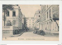 56 LORIENT LA CASERNE BISSON ET LA RUE HOCHE CPA BON ETAT - Lorient
