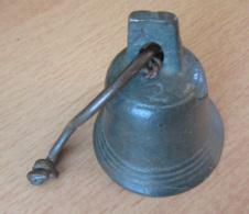 Cloche Ancienne En Bronze - N°2 - Complète - Cloches