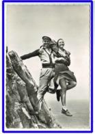 23373  CPM   LA POINTE DU RAZ  ; Le Saut Au Dessus Du Gouffre  , Jolie Carte Photo !! 1963 !! ACHAT DIRECT !! - La Pointe Du Raz