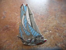 A043 -- Pin's Bateau Divers - Barcos
