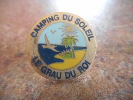 A043 -- Pin's Camping Du Soleil Le Grau Du Roi -- Dernier Vendu 07/2016 - Ciudades