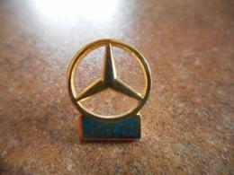 A044 -- Pin's Mercedes Covi 71 - Mercedes