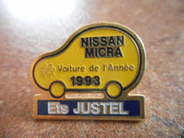 A044 -- Pin's Nissan Micra Voiture De L'annee 1993 - Ets Justel -- Exclusif Sur Delcampe - Pin's & Anstecknadeln