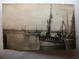 Carte Postale Port Louis (56) Le Port Et Ses Bateaux ( Petit Format Noir Et Blanc Correspondance 1951 ) - Port Louis