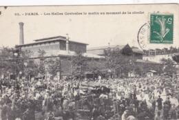 75 /PARIS / LES HALLES LE MATIN AU MOMENT DE LA CLOCHE - Ambachten In Parijs