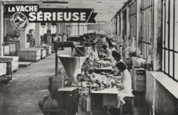 CPSM;LA VACHE SÉRIEUSE USINE DE FABRICATION MACHINES AUTOMATIQUES EMBALLANT LES FROMAGES LONS LE SAUNIER (39)...ÉCRITE - Lons Le Saunier