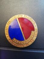 REF : MON1 : Badge Ancien Parti Communistre Français Service D'ordre Fédération De La Seine - Email NO Pins - Organisations