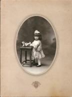 Photo Des Grands Magasins Du Louvre 1922 Petite Fille  Nœud Dans Les Cheveux Avec Poupon - Anonieme Personen
