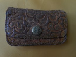 Porte Monnaie  - Petit Porte Monnaie Ancien Cuir 4,3 X 7 Cms - - Purses & Bags