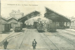 (79) Thouars : La Gare - Vue Intérieure (avec Trains) (animée) - Thouars
