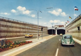 VW Käfer,Opel Rekord P II,Rendsburg,Straßentunnel, Gelaufen - Voitures De Tourisme