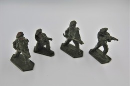 Lone Star Harvey Series , 4 Red Berets (flame Thrower M16) , Made In Gt Britain, Vintage, Lot - Small Figures