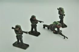 Lone Star Harvey Series , 5 Soldiers (bren Machine Gun Bazooka M16) , Made In Gt Britain, Vintage, Lot - Small Figures