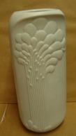 Lot. 1146. Vase Art Déco En Faience Blanche Haiser. M. Frey. - Kaiser (DEU)